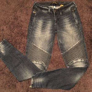 Trendy cropped jeans with zippers 👖👠